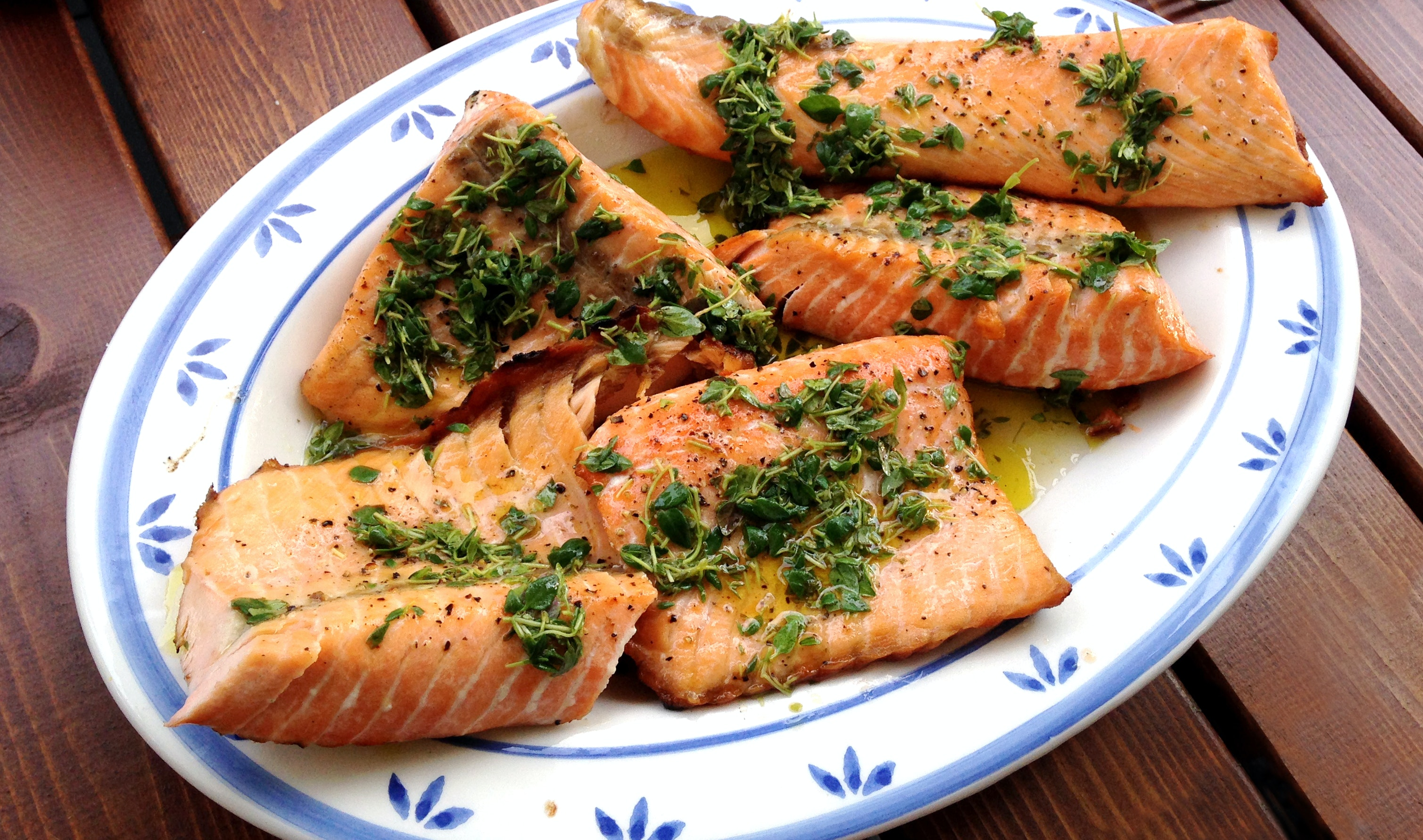 Grilled Salmon thyme-lemon with marinade